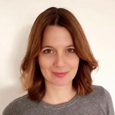 Jana Pertot Tomažič, univ. dipl. prof. slovenščine in uni. dipl. literarna komparativistka, NLP Mojster in NLP Coach Praktik