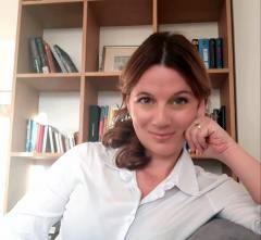 Jana Pertot Tomažič, univ. dipl. prof. slovenščine in uni. dipl. literarna komparativistka, Coach